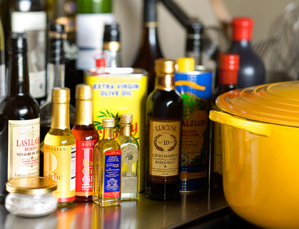 yellow pot, oils, vinegars, cooking oils, olive oil